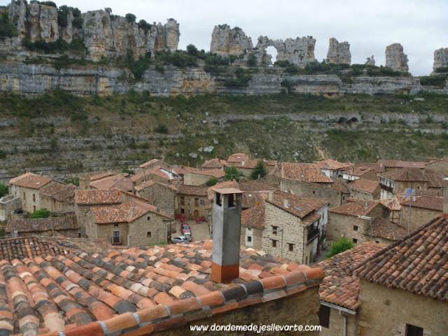 Formaciones kársticas y vista panorámica de Orbaneja del Castillo