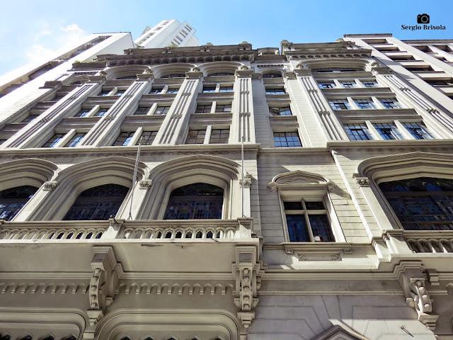 Perspectiva inferior da fachada do Edifício do London & River Plate Bank - Centro - São Paulo