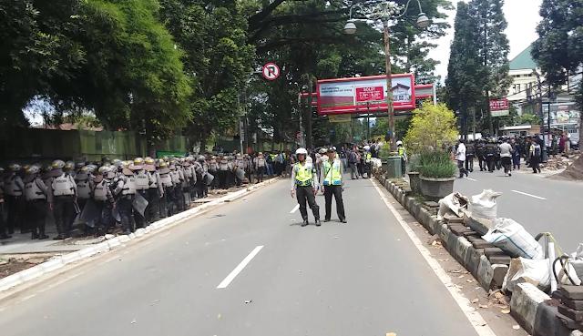 Ratusan Polisi Siaga Jelang Eksekusi SMAK Dago
