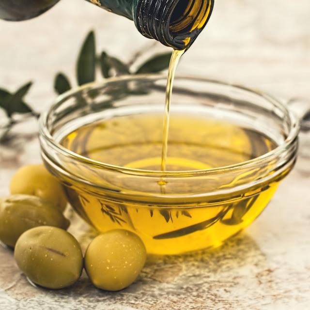 minyak goreng untuk meluruskan rambut secara alami