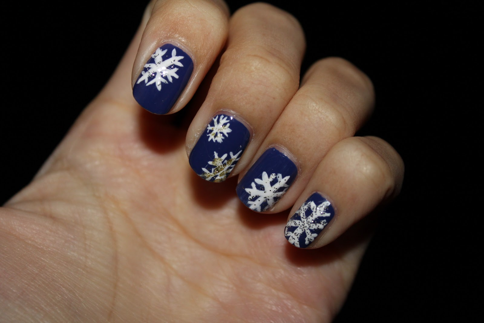 sara nail snowflakes nail art winter snow nail easy. Black Bedroom Furniture Sets. Home Design Ideas