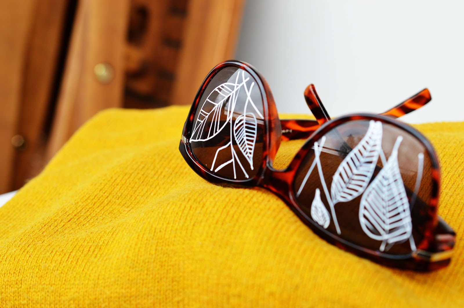 DIY Painted Sunglasses | Motte's Blog