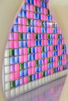 Paroi multicolore en carreaux de verre Mendini