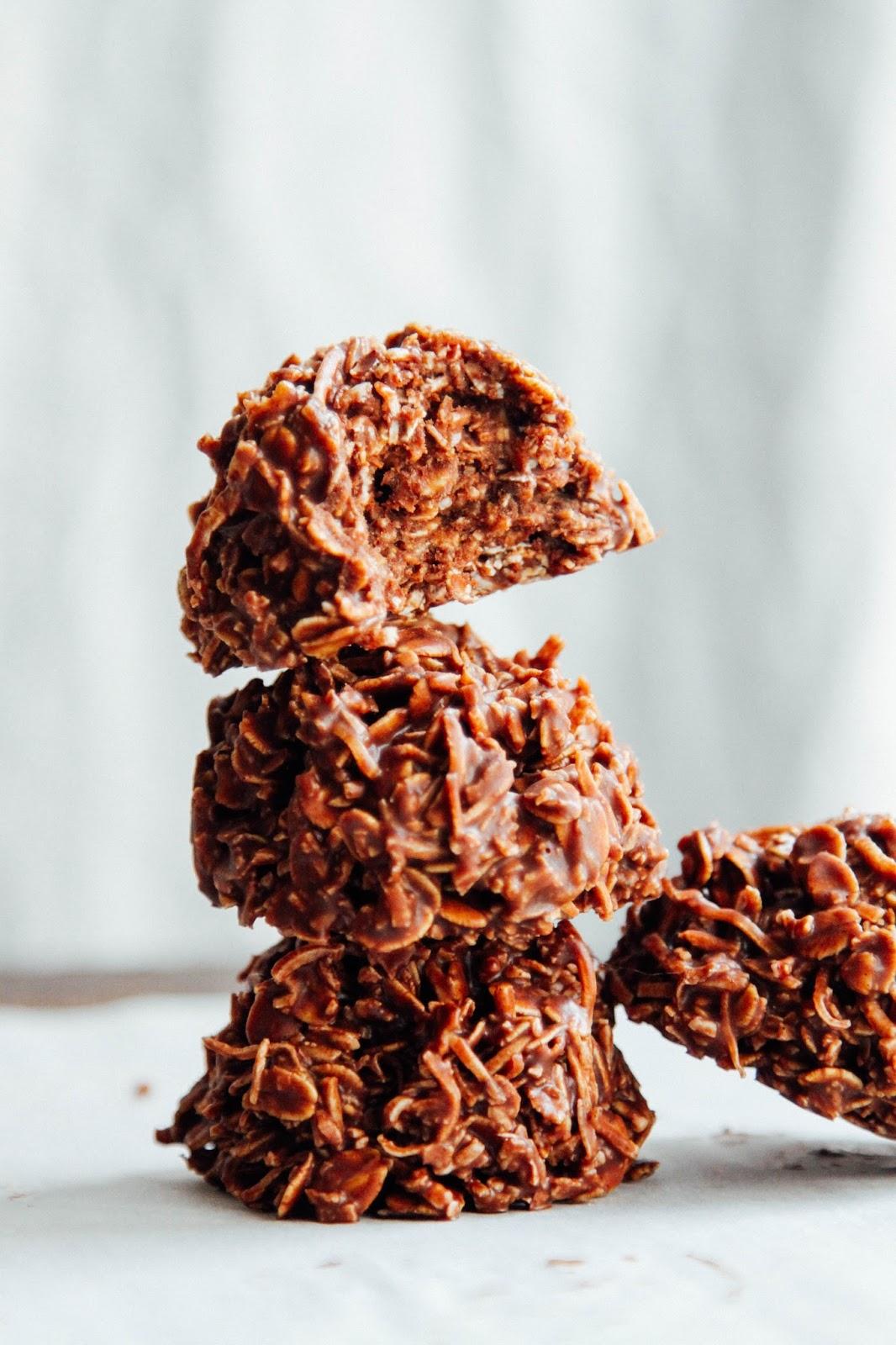 This Rawsome Vegan Life: CHOCOLATE MACAROONS (SUPER QUICK + EASY)
