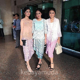 Model Kebaya Brokat Kartini