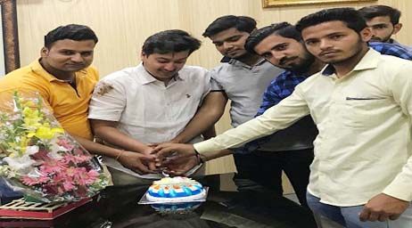 Happy Birthday Congratulations to young Congress leader Nitin Singla, party workers with kata cake