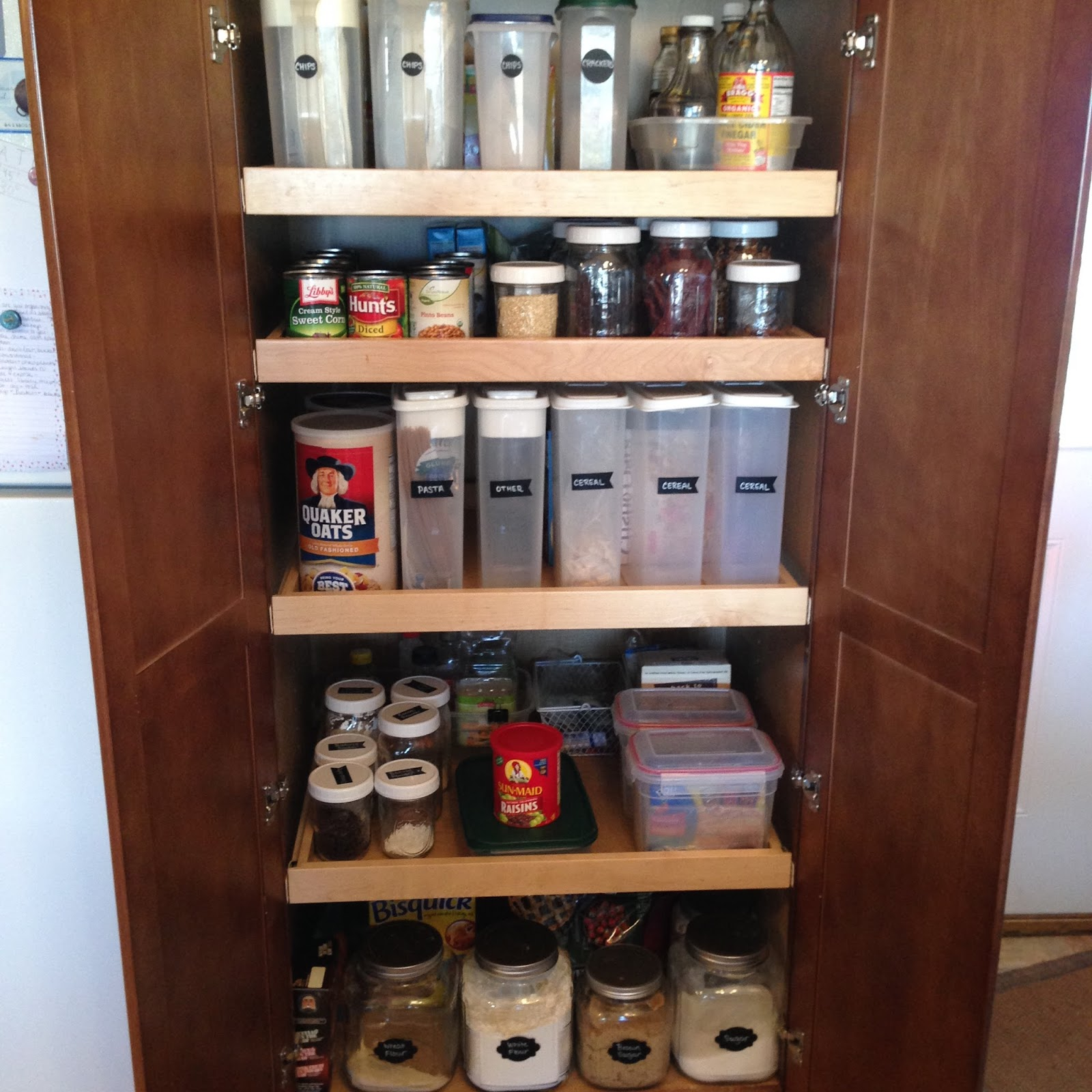 Organized Pantry And Pantry Tips: How To Keep A Pantry Organized