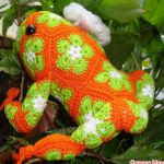 http://translate.googleusercontent.com/translate_c?depth=2&hl=es&rurl=translate.google.com&sl=en&tl=es&u=http://make-handmade.com/2014/03/04/crochet-frog-of-african-flower-hexagon/&usg=ALkJrhhzMCFUL-ZVu8birjR35sHA0DFVqw
