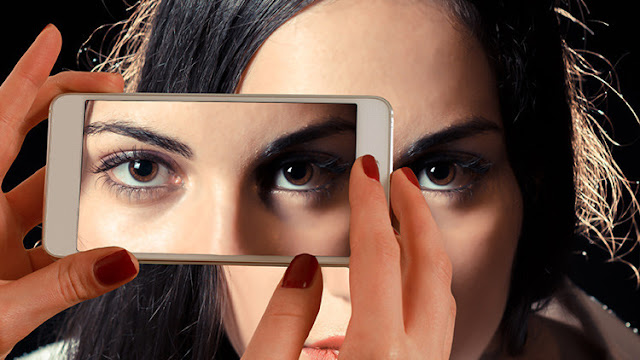 El uso de teléfonos inteligentes puede provocar ceguera temporal