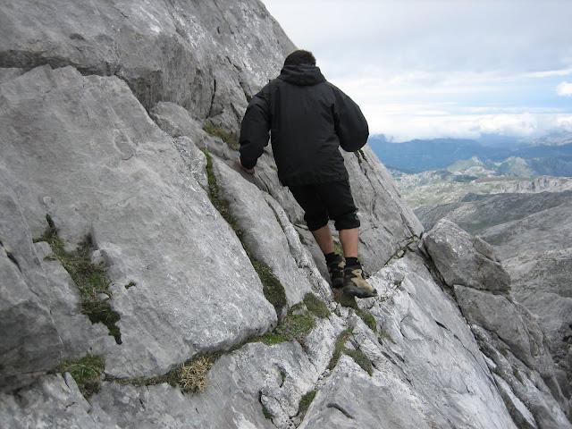 Rutas Montaña Asturias: Paso lateral en la torre del Requexón