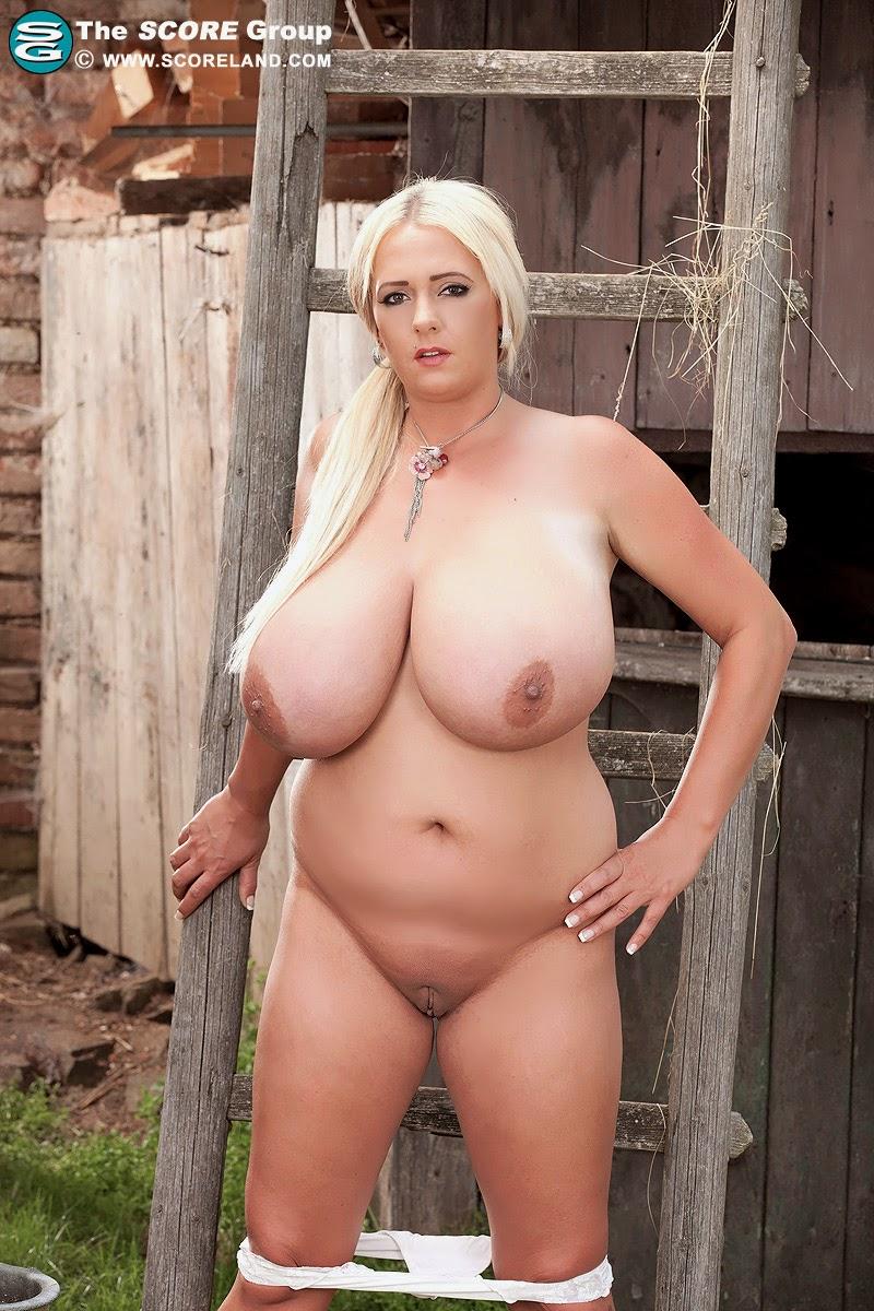 огромными фото зрелые голые с дойками