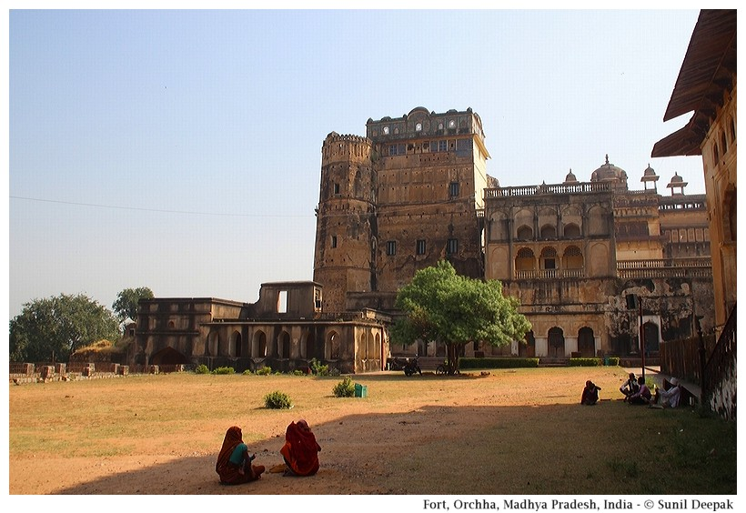 Orchha fort, Madhya Pradesh, India - Images by Sunil Deepak