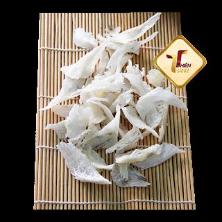 Chân yến thô được cắt ra trong qua trình sản xuất yến tinh chế, bản thân chân yến rất ít lông, nên rất tiện cho việc làm sạch để chế biến. Thành phần dinh dưỡng vẫn như yến tổ. LH: 0913.245258