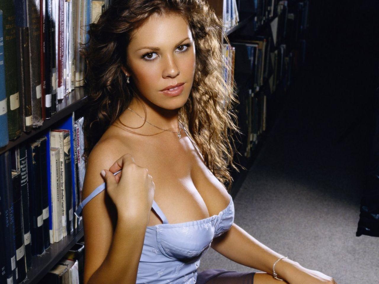 Nikki cox sexy