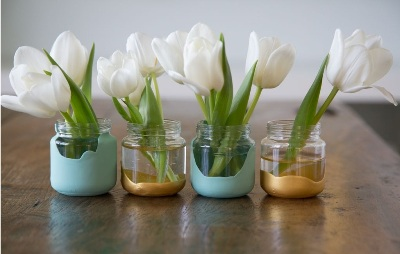 Intinya, ada banyak cara menghias toples untuk dibuat jadi vas bunga yang cantik.