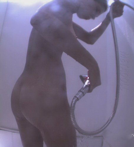 Voyeur Nudebeach 120711-20 (Girls change their clothes on the spy cam that is in the beach cabin)