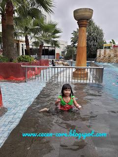 Clarissa Astrid Sofia Friezcen - Kolam Renang Hermes Palace Hotel Banda Aceh