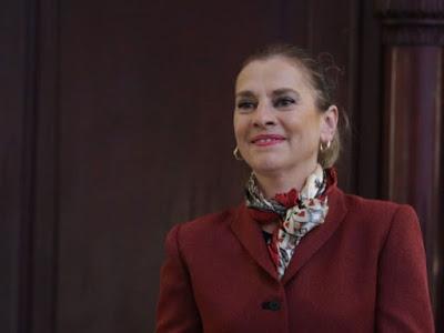 'Los políticos deben leer poesía': Beatriz Gutiérrez Müller