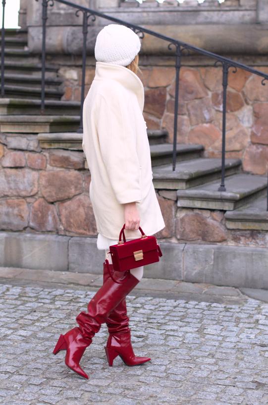 #winterlook #winterwear #zarared #kozakizara #sukienkazima #stylizacjanazime #czerwonekozakizara