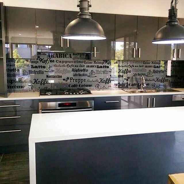 Trang trí phòng bếp với vách kính cường lực in chuyển nhiệt đẹp tuyệt vời