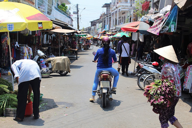 Street market along the Mekong Delta with Les Rives, Vietnam - lifestyle and travel blog