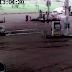 Caminhão passa por cima de mulher e ela escapa ilesa do acidente, assista