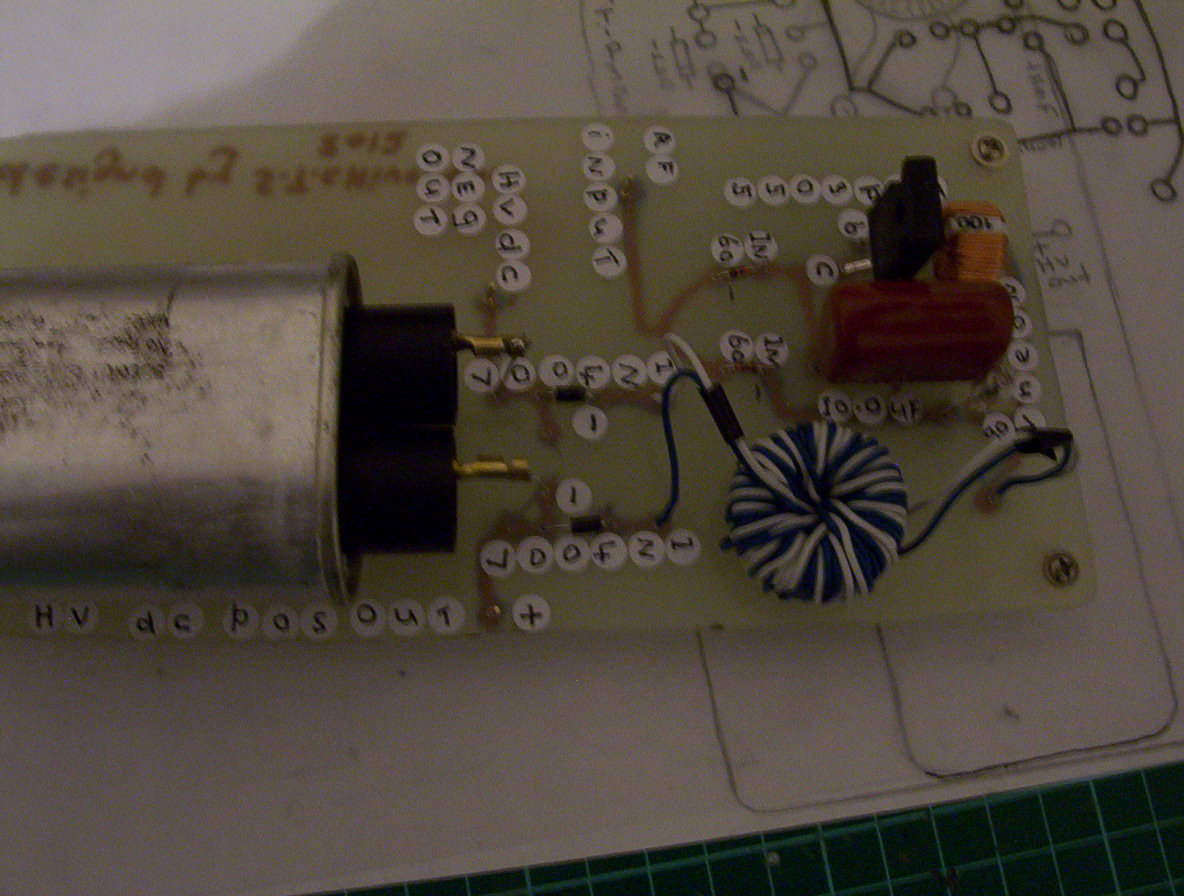 Output Voltage Tapping A Boost Circuit With A Flying Capacitor