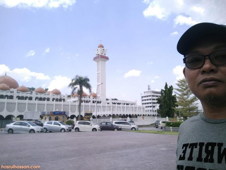 Lokasi Menara Jam Memorial Birch Sebelah Masjid Negeri