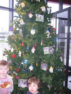 Fertig geschmückter Weihnachtsbaum im Kiliansbäck Würzburg