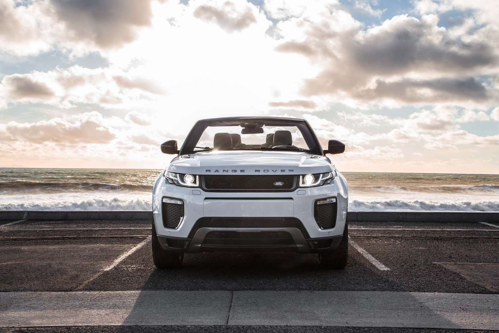 The 2017 Land Rover Range Evoque Is An Ealing Choice For Those Looking Luxurious Go Anywhere Driving Don T Think Of It As A One Dimensional