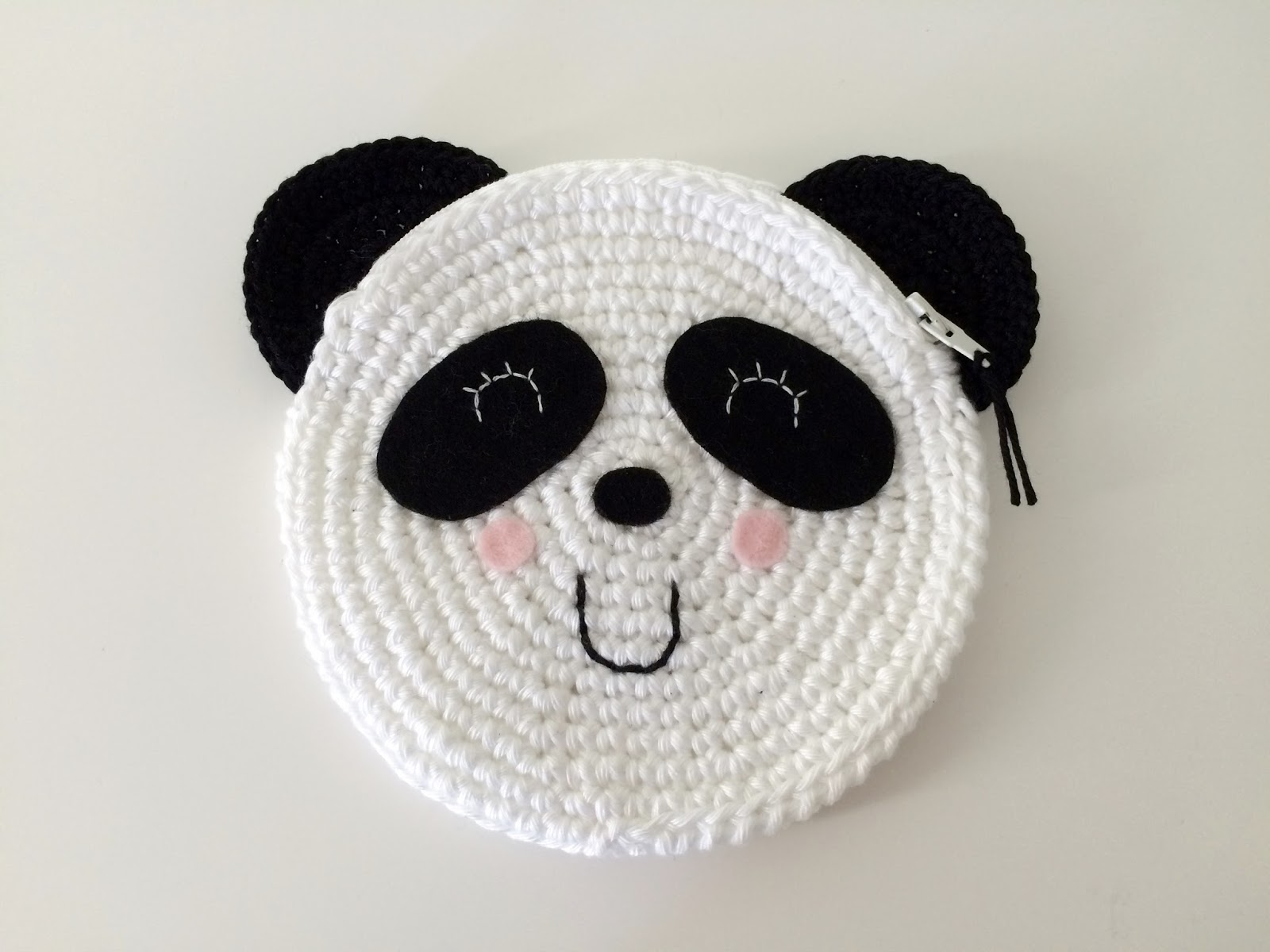 De Ligny Creations: Crochet panda purse