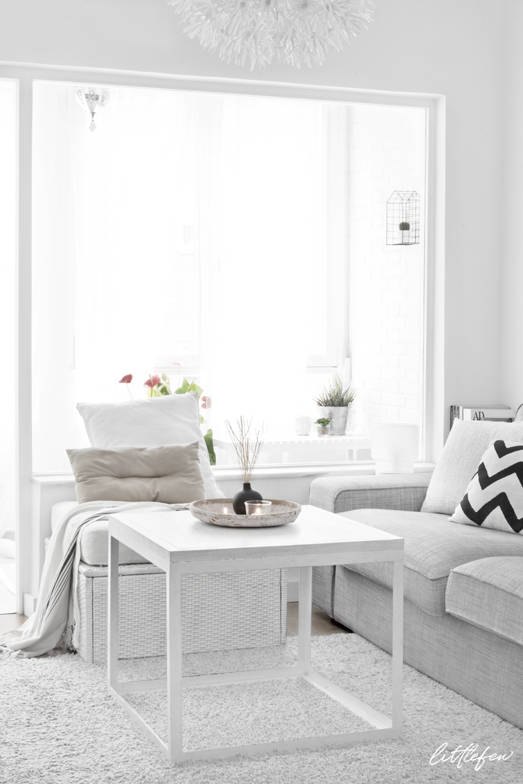 white nordic style living-room / salón nórdico decorado en blanco