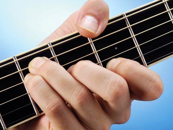 belajar gitar akustik