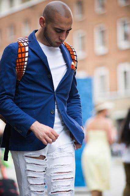 look uomo con giacca estiva