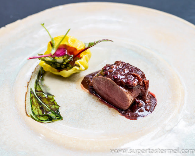 "Roe deer with cabbage and ""royal sauce Mangalica"" de librije"