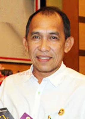 "Ambon, Malukupost.com -Gubernur Maluku, Ir. Said Assagaff mengharapkan Maluku dapat menjadi contoh pemilihan kepala daerah (Pilkada) yang sukses. ""Untuk menjadikan hal ini, diperlukan dukungan dari KPU, Bawaslu selaku penyelenggara dan pengawas pilkada serta seluruh masyarakat Maluku, terkhususnya masyarakat yang ada di lima daerah, antara lain Kota Ambon, Malteng, SBB, Buru dan MTB,"" ujarnya di Ambon, Rabu (9/11). Assagaff berharap seluruh masyarakat Maluku bersatu, bergandengan tangan dalam menyukseskan Pilkada. ""Kita saling kenal kenapa harus bermusuhan, mau sapa menang tidak ada masalah buat kita,"" ungkapnya. Assagaff menambahkan, dirinya mengintruksikan kepada seluruh aparatur sipil negara (ASN) untuk tidak terlibat dalam seluruh proses pilkada. Dan jika terbukti kedapatan ASN terlibat maka akan langsung dicopot."