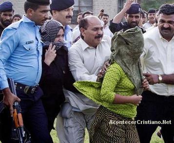 Niña acusad de blasfemia en Pakistán es trasladada en helicóptero