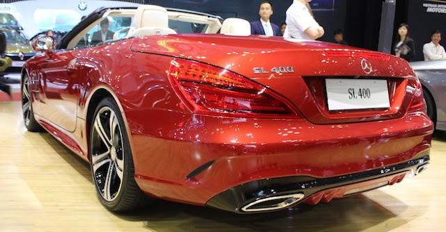 Đuôi xe Mercedes SL 400 thiết kế đơn điệu và sắc cạnh