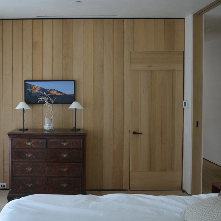 Wood paneling in bedroom of Cliff House by Giannetti home
