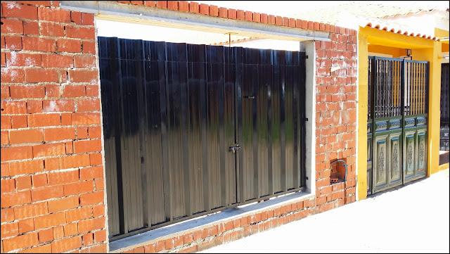Inventandolo puerta garage con somieres y chapa - Puertas de garages ...