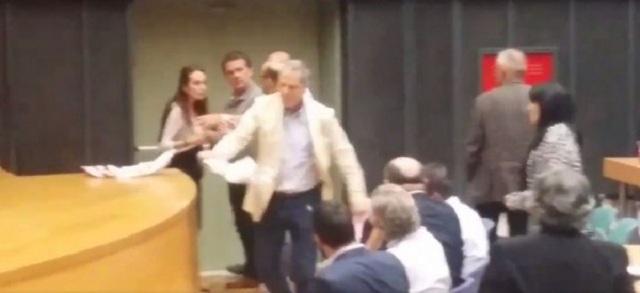 Νέο βίντεο από το «ξύλο» του Τζήμερου στο Περιφερειακό Συμβούλιο