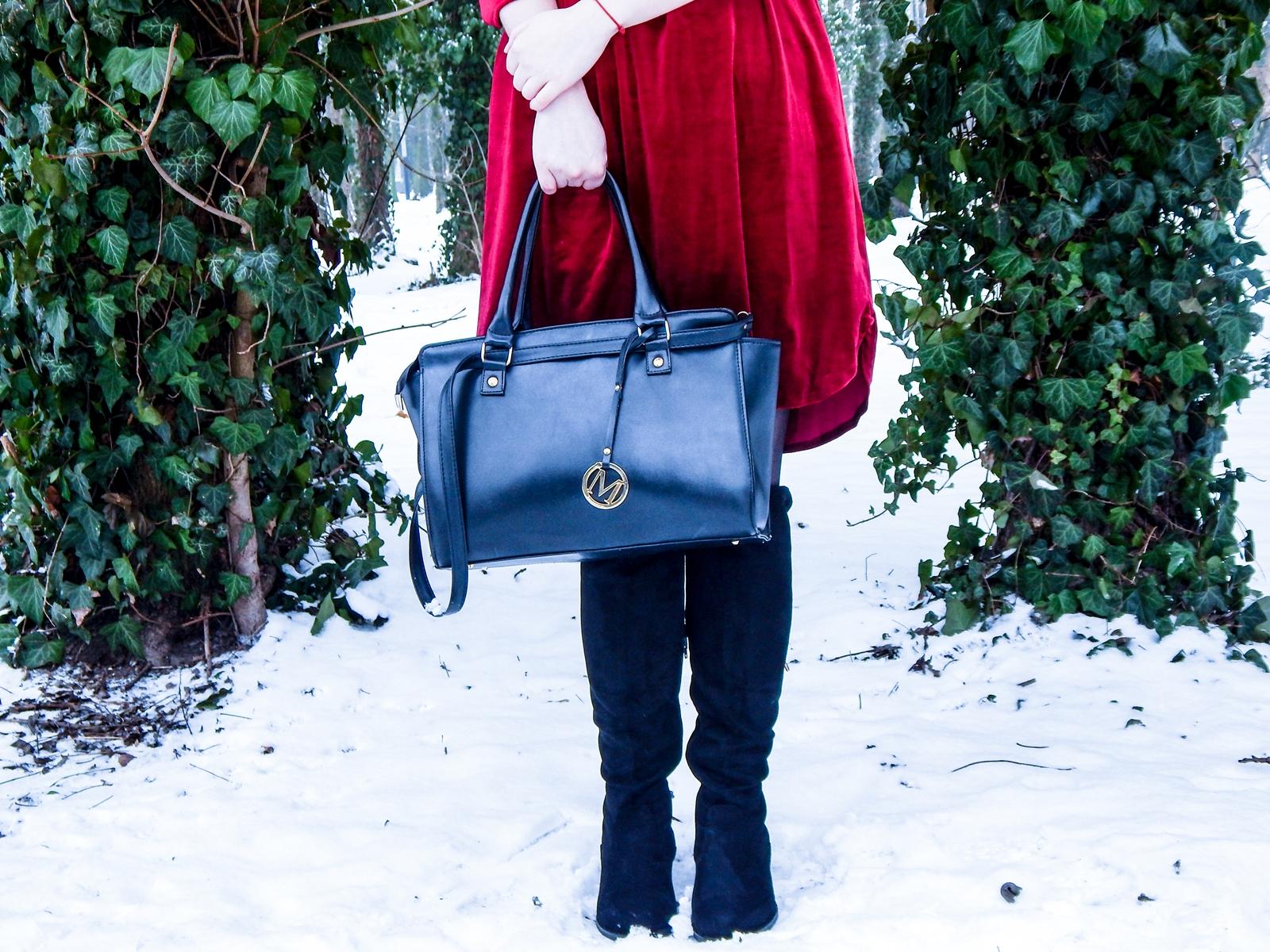 001 torebka manzana czarna czerwona aksamitna sukienka zaful choker sammydress girl fashion zimowy lookbook stylizacja melodylaniella rajstopy veera pończochy fashion moda szary płaszcz