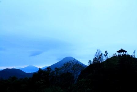 Puncak Sikunir Peak di musim hujan.
