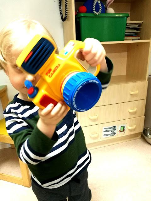 Saippuakuplia olohuoneessa- blogi, Kuva Hanna Poikkilehto, lapsi, kerho, valokuvaus,