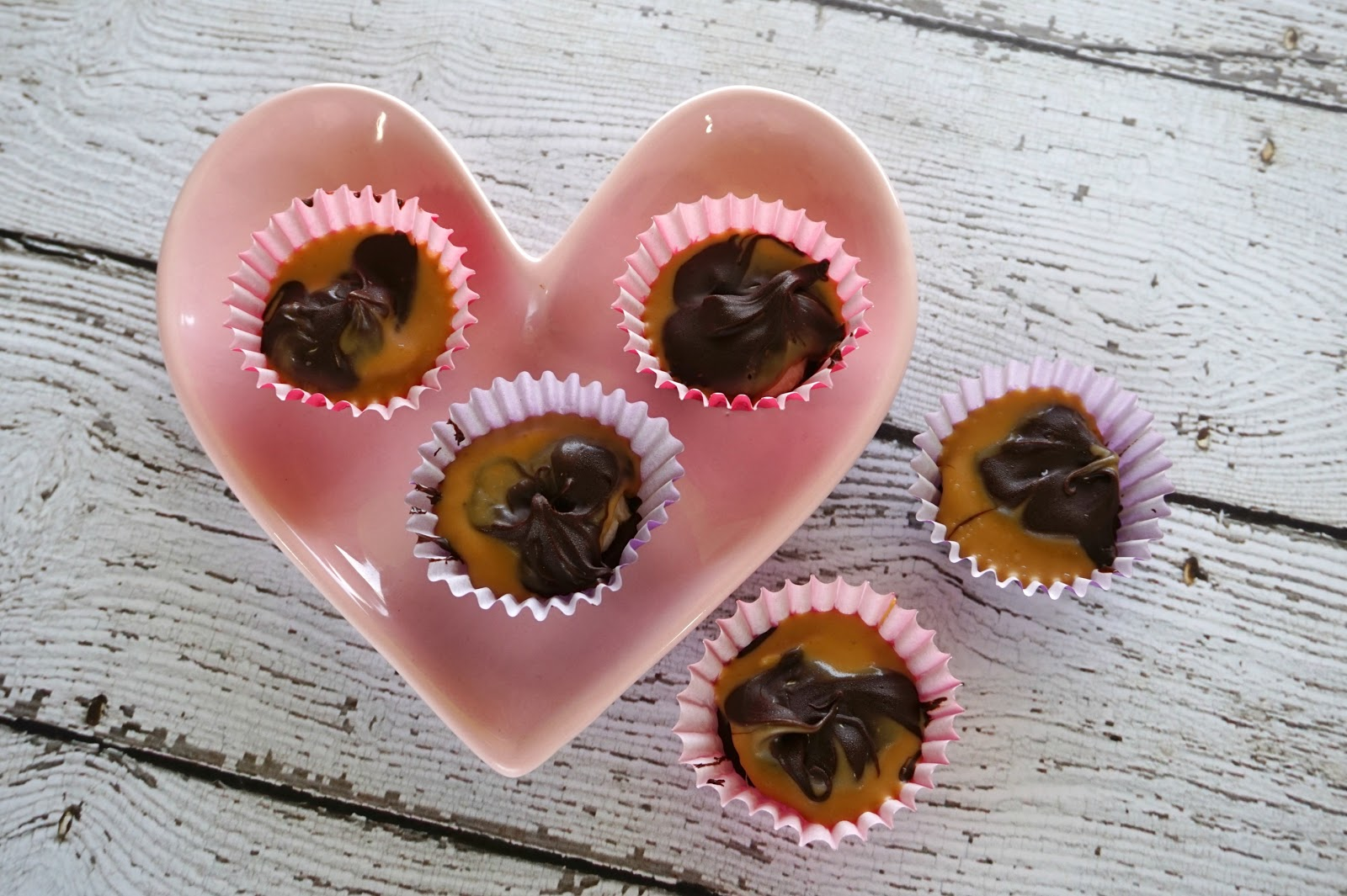 Easy Peanut Butter Banana Cups // Healthy Sweet Snacks | beautywithlily.com