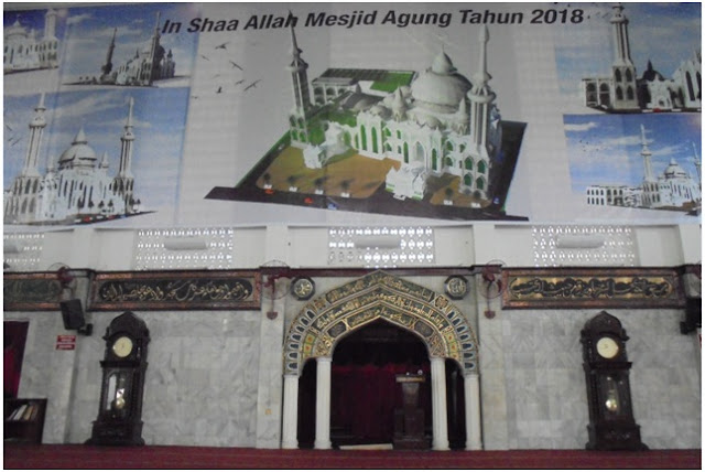 Ruang utama untuk shalat di Masjid Agung Jl. Diponegoro Medan