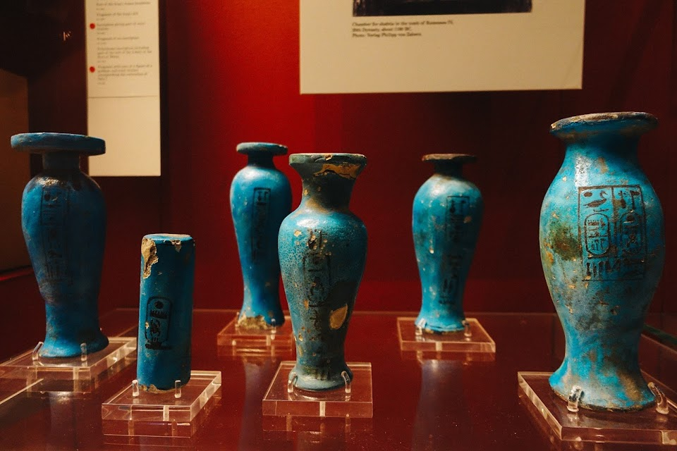 Models of ritual objects in blue-glazed faience