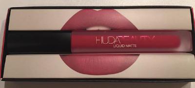 revue Huda Beauty rouge à lèvres liquides à effet mat Heartbreaker