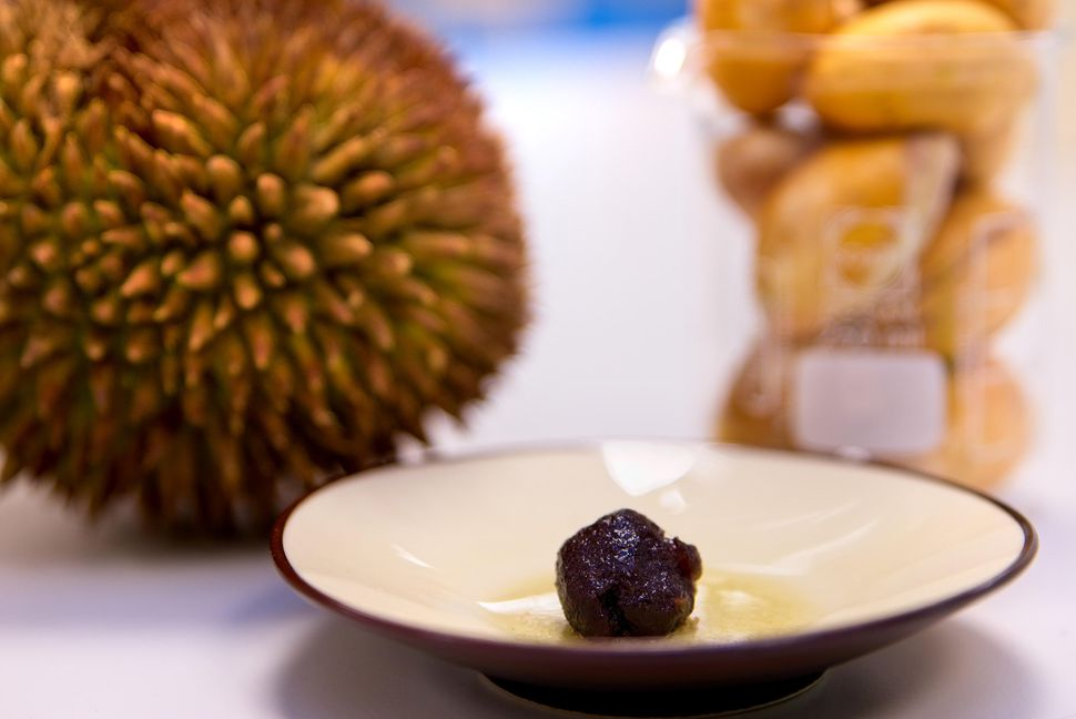 The durian gum stabiliser also holds together ingredients prone to separating - for example, when gelatin and a form of gum are added to soft candy and sweeteners.