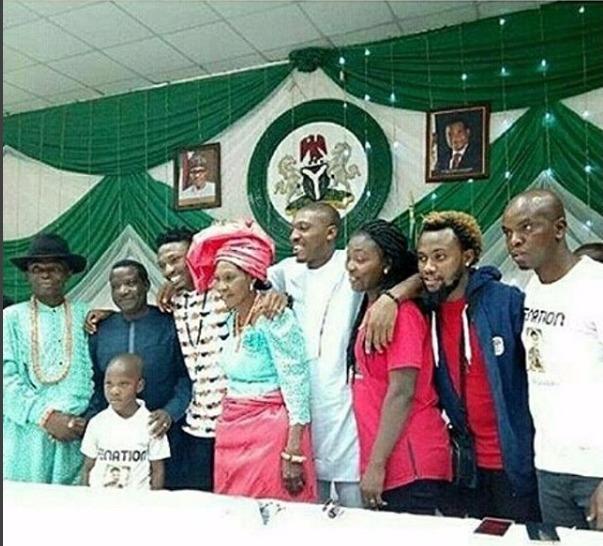 Check Lovely Photo Of Bbnaija Winner Efe And his Family